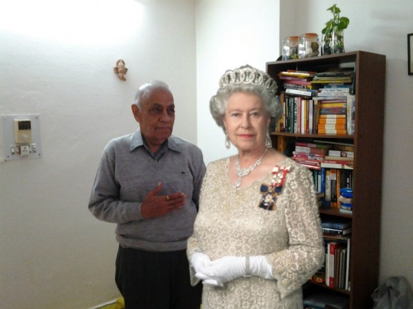 Another dive into imagination where the Queen comes to meet my father...